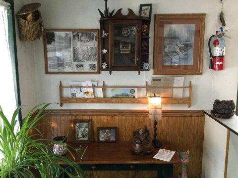 雪松汽车旅馆(Cedar Lodge Motel)