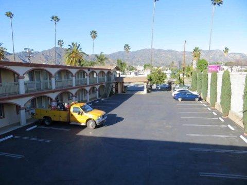 德尔莫妮科汽车旅馆(Delmonico Motel)