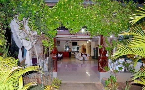 桑帕酒店(Thampa Hotel)