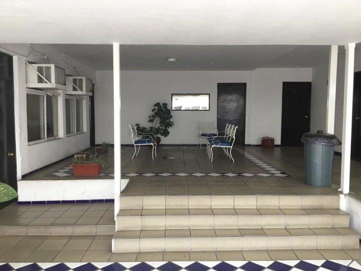 瓜达拉哈拉拉酒店 - 米涅瓦格洛列塔旁(Hotel Guadalajara junto Glorieta La Minerva)