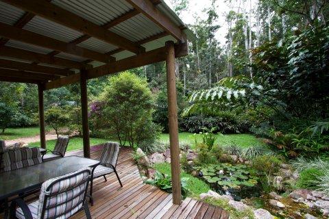 火山口湖泊雨林小屋酒店(Crater Lakes Rainforest Cottages)