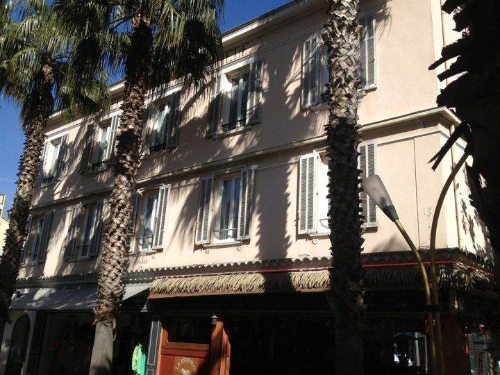 品奈的酒店(Hôtel de la Pinède)