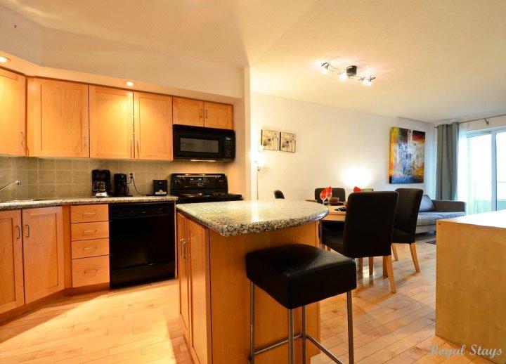 皇居家装公寓酒店-蓝鸟路(Royal Stays Furnished Apartments-Blue Jays Way)