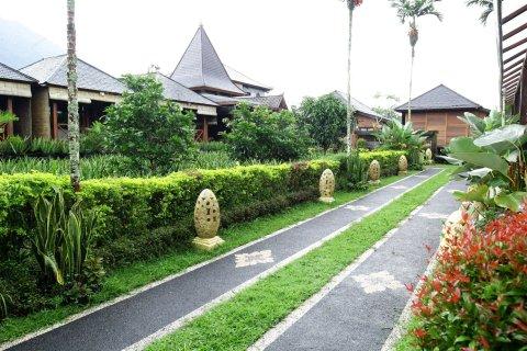 普利卡郎贝萨吉假日公园(Puri Karang Besakih)
