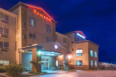艾尔德里华美达酒店(Ramada by Wyndham Airdrie Hotel & Suites)