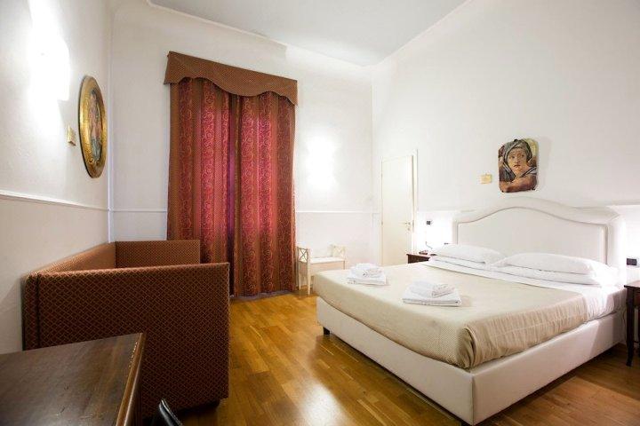 瑞莱斯中心时代酒店(Relais Hotel Centrale - Residenza d'Epoca)