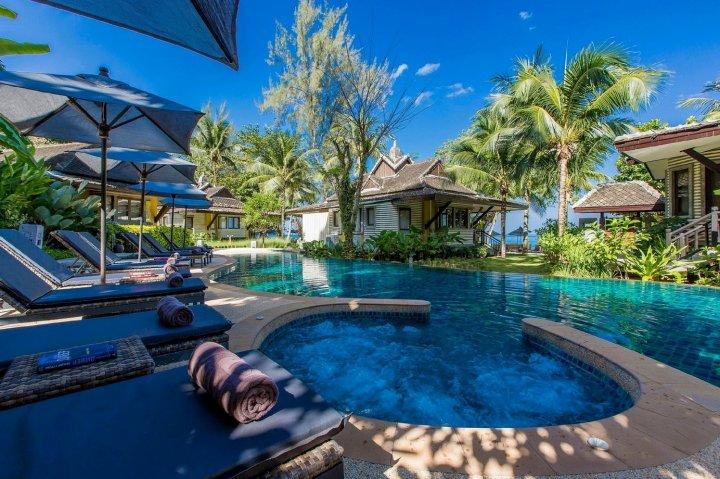 考拉克莫拉斯度假村(Moracea by Khao Lak Resort)