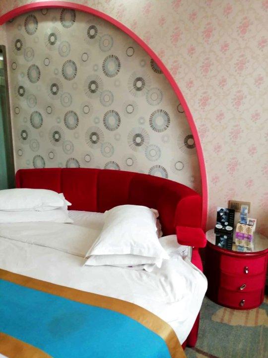 成县西亚图主题酒店