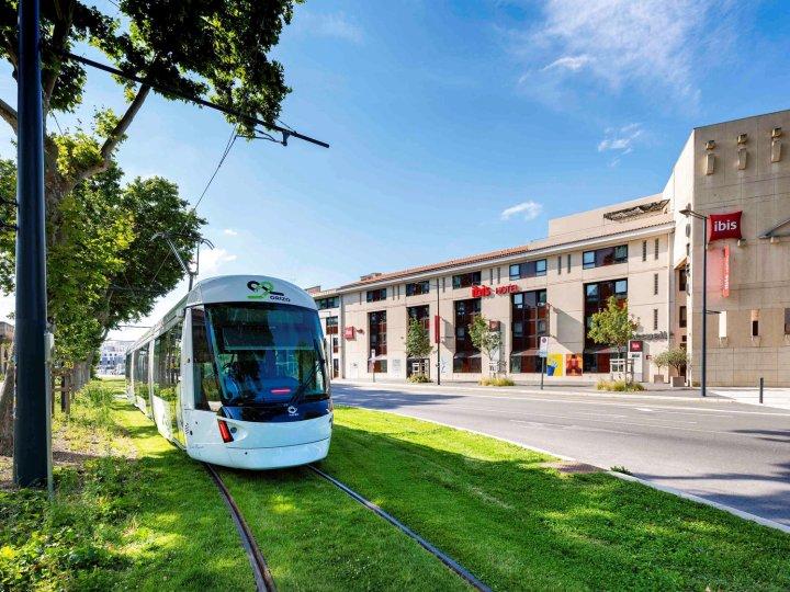 亚维侬中心欧洲港口宜必思酒店(Ibis Avignon Centre Pont de l'Europe)