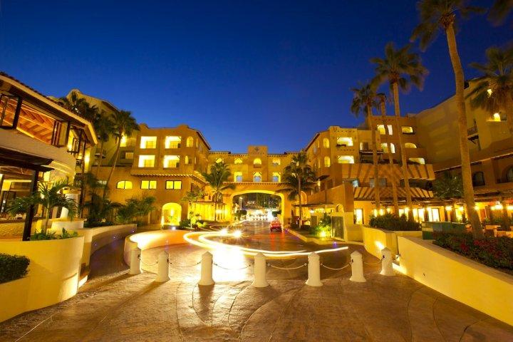 特索洛卡波斯酒店(Hotel Tesoro Los Cabos)