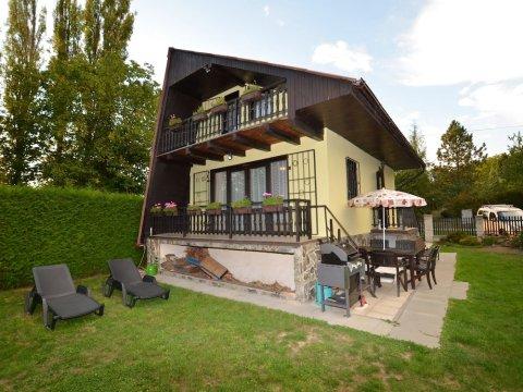 Cozy Chalet in Pilsen With Swimming Pool, Garden, Balcony