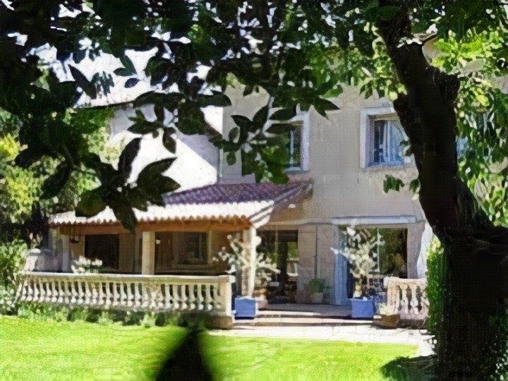 卡扎瑟里纳B&B旅馆(B&B Caza Sereyna)
